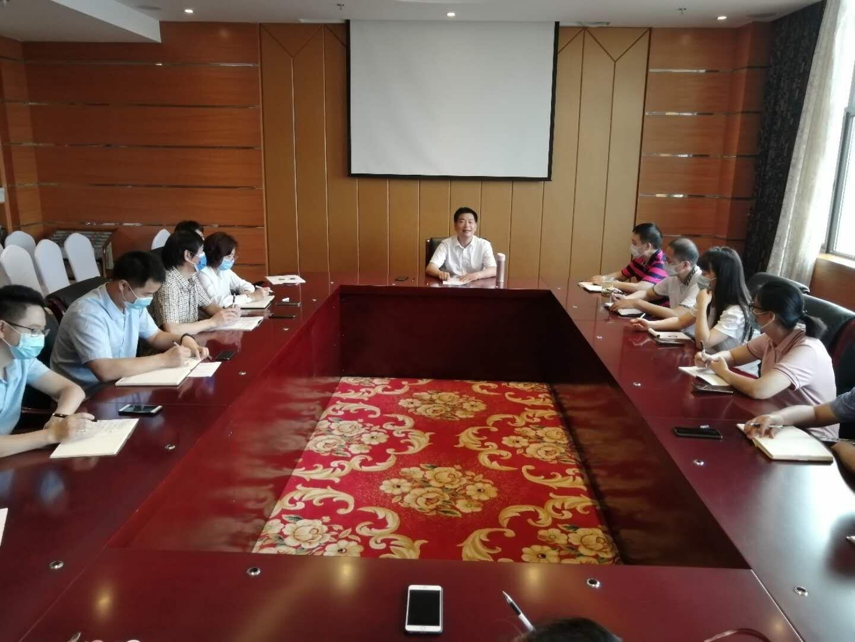 四川现代教育集团召开会议传达学习全国两会精神.jpg