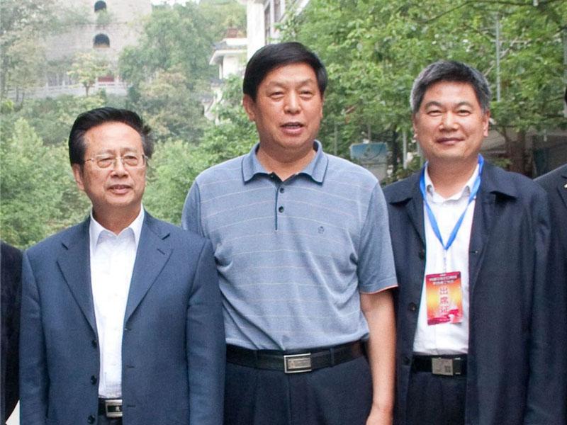 全国人大委员长栗战书、时任中华职教社理事长陈昌智与苏华董事长亲切合影