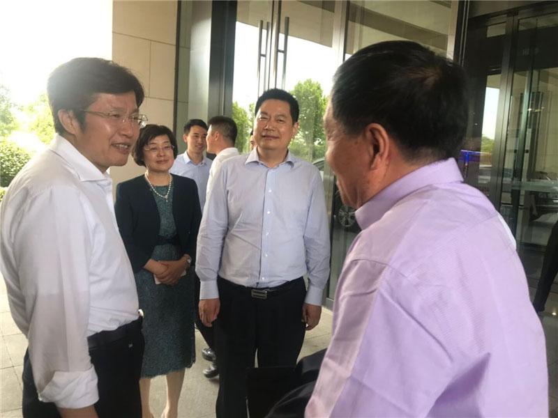 全国政协副主席、全国工商联主席高云龙与苏华董事长等在安徽合肥调研