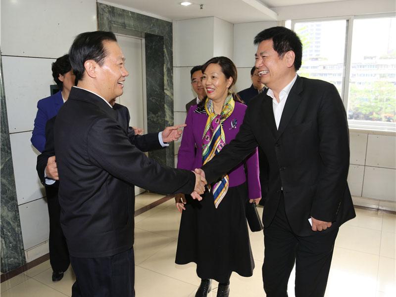 四川省委书记彭清华与苏华董事长亲切握手