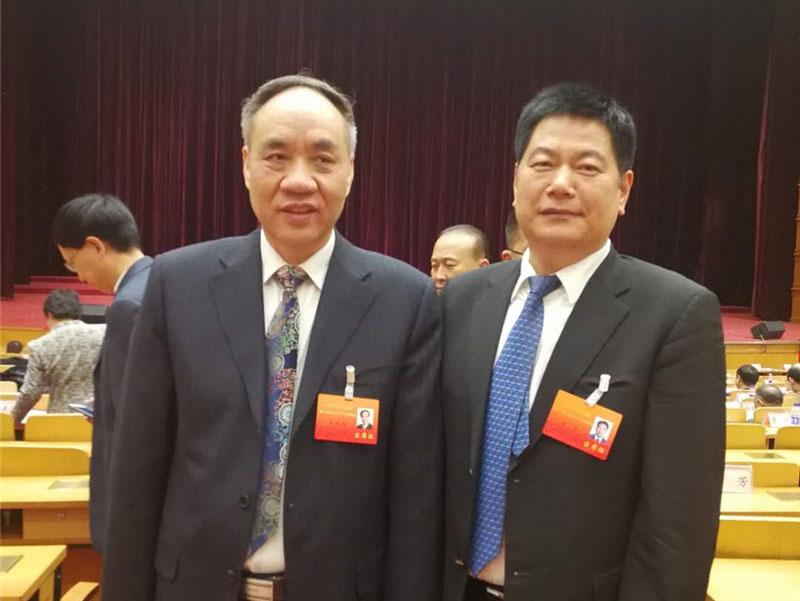 全国政协副主席、民建中央常务副主席辜胜阻与苏华董事长亲切合影