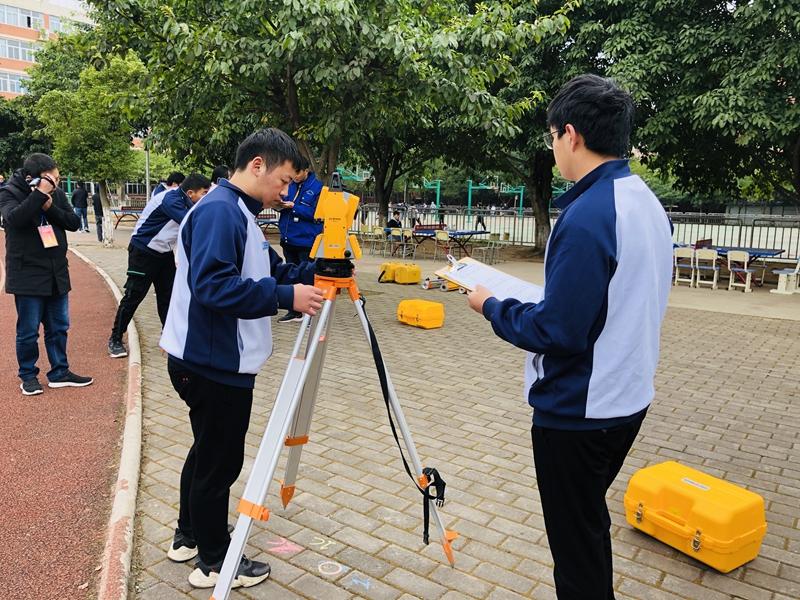 黄许职中学生参加德阳市中职学校学生技能抽查考试