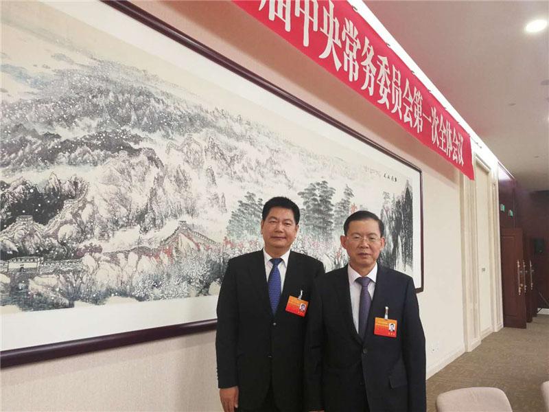 全国人大副委员长、民建中央主席郝明金与苏华董事长亲切合影